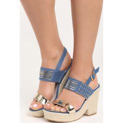 Niebieskie Sandały Sexy Back. Niebieskie sandały damskie Born2be, z aplikacjami, z denimu, na koturnie. Za 49,99 zł.