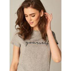 Koszulka z nadrukiem - Jasny szar. Szare t-shirty damskie Mohito, l, z nadrukiem. Za 59,99 zł.