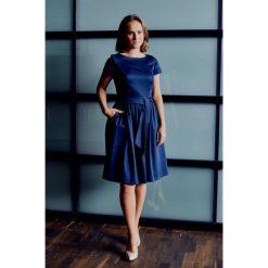 Sukienki hiszpanki: Sukienka Melia granatowa z krótkim rękawem (petite) 32
