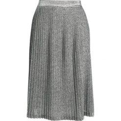 Spódniczki plisowane damskie: JUST FEMALE LEMAIRE Spódnica plisowana silver