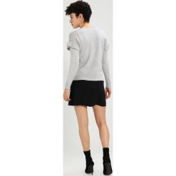 Swetry klasyczne damskie: Dorothy Perkins Petite GREY RUFFLE JUMPER Sweter light grey