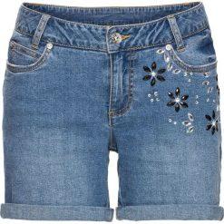 """Szorty w kwiaty bonprix jasnoniebieski """"bleached"""". Niebieskie bermudy damskie bonprix, z aplikacjami, z jeansu. Za 89,99 zł."""