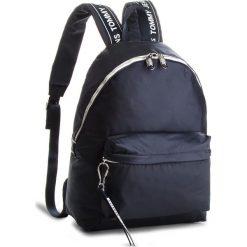 Plecak TOMMY JEANS - Logo Bac AU0AU00160  413. Niebieskie plecaki męskie Tommy Jeans, z jeansu. W wyprzedaży za 359,00 zł.