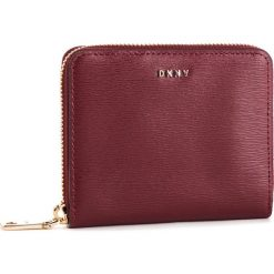 Duży Portfel Damski DKNY - Bryant Sm Zip Around R8313656 Blood Red. Czerwone portfele damskie DKNY, ze skóry. Za 419,00 zł.