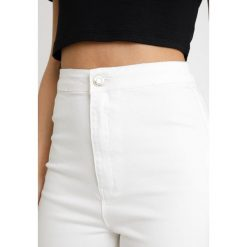 Missguided Petite VICE HIGH WAISTED KNEE SLASH Jeans Skinny Fit white. Białe rurki damskie Missguided Petite, petite. Za 139,00 zł.