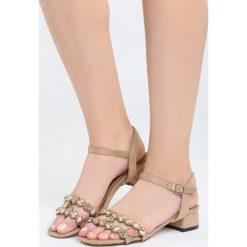 Beżowe Sandały Inquisitive Nature. Brązowe sandały damskie na słupku marki Born2be, z materiału, na wysokim obcasie. Za 69,99 zł.