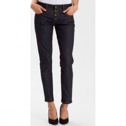 """Dżinsy """"Gwen"""" - Loose fit - w kolorze granatowym. Niebieskie spodnie z wysokim stanem marki Cross Jeans, z aplikacjami, z denimu. W wyprzedaży za 113,95 zł."""