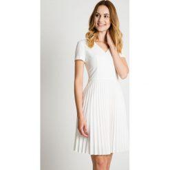 Sukienki: Sukienka ecru z plisowanym dołem BIALCON