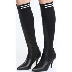 Czarne Kozaki Mind Trip. Czarne buty zimowe damskie marki Born2be, ze szpiczastym noskiem, na niskim obcasie, na szpilce. Za 129,99 zł.