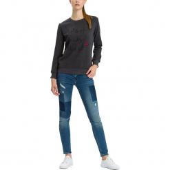 """Dżinsy """"Adriana"""" - Skinny fit - w kolorze niebieskim. Niebieskie rurki damskie marki Cross Jeans, z aplikacjami. W wyprzedaży za 136,95 zł."""