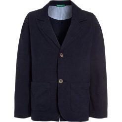 Benetton Marynarka dark blue. Niebieskie kurtki dziewczęce marki Benetton, z bawełny. Za 129,00 zł.