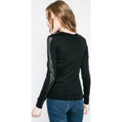 Swetry klasyczne damskie: Lacoste - Sweter