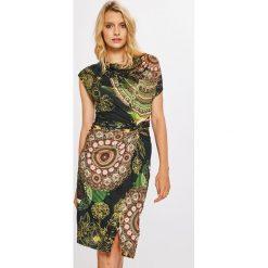 Desigual - Sukienka Fantasia. Brązowe sukienki dzianinowe marki Desigual, na co dzień, m, casualowe, mini, dopasowane. W wyprzedaży za 379,90 zł.