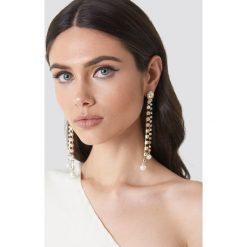 Kolczyki damskie: NA-KD Classic Wiszące kolczyki ze strassem i perłami – Gold