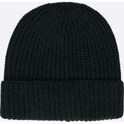 Jack & Jones - Czapka. Czarne czapki zimowe męskie marki Jack & Jones, l, z bawełny, z klasycznym kołnierzykiem, z długim rękawem. W wyprzedaży za 19,90 zł.