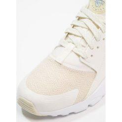 Trampki chłopięce: Nike Sportswear AIR HUARACHE RUN ULTRA SE (GS) Tenisówki i Trampki sail/fossil/royal tint/crimson