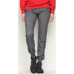 Ciemnoszare Spodnie Dresowe Cruising. Szare spodnie dresowe damskie marki New Balance, xs, z dresówki. Za 34,99 zł.