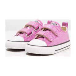 Converse CHUCK TAYLOR ALL STAR 2V OX INFANT Tenisówki i Trampki bright violet/natural/white. Fioletowe trampki dziewczęce marki Converse, z materiału, retro. Za 189,00 zł.