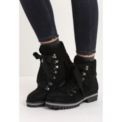 Czarne Traperki Starry. Czarne buty zimowe damskie marki Born2be, na płaskiej podeszwie. Za 79,99 zł.