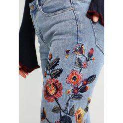 New Look EMBROIDERED SKINNY BRAZIL Jeans Skinny Fit mid blue. Czarne jeansy damskie marki New Look, z materiału, na obcasie. W wyprzedaży za 151,20 zł.