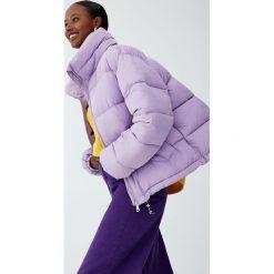 Pikowana kurtka z wysokim kołnierzem. Szare kurtki damskie pikowane marki Pull&Bear. Za 139,00 zł.