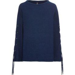 Sweter ze sznurowaniem na rękawach bonprix niebieski. Niebieskie swetry klasyczne damskie bonprix, ze sznurowanym dekoltem. Za 99,99 zł.