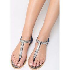 Granatowe Sandały Glamorous. Niebieskie sandały damskie vices, na płaskiej podeszwie. Za 69,99 zł.