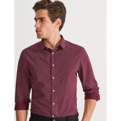 Koszula w kropki slim fit - Bordowy. Czerwone koszule męskie slim marki Cropp, l. Za 89,99 zł.