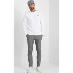 Henri Lloyd BREDGAR CREW Bluza bright white. Białe bluzy męskie Henri Lloyd, m, z bawełny. W wyprzedaży za 341,10 zł.