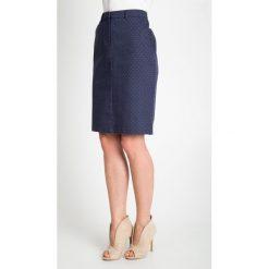 Granatowa spódnica we wzory QUIOSQUE. Szare spódnice wieczorowe QUIOSQUE, z haftami, z bawełny, ołówkowe. W wyprzedaży za 49,99 zł.