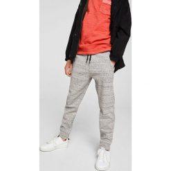 Mango Kids - Spodnie dziecięce Jumbo 104-164 cm. Szare spodnie chłopięce Mango Kids, z bawełny. W wyprzedaży za 39,90 zł.
