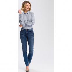 """Dżinsy """"Anya"""" - Slim fit - w kolorze granatowym. Niebieskie spodnie z wysokim stanem marki Cross Jeans, z aplikacjami. W wyprzedaży za 136,95 zł."""
