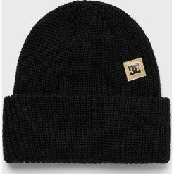 DC - Czapka. Czarne czapki zimowe męskie DC, na zimę, z dzianiny. W wyprzedaży za 99,90 zł.