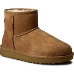 Buty UGG - W Classic Mini II 1016222 W/Che. Szare buty zimowe damskie marki Ugg, z materiału, z okrągłym noskiem. Za 759,00 zł.