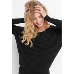 Luźny sweter z koralikami. Żółte swetry klasyczne damskie marki Orsay, s, z bawełny, z golfem. Za 99,99 zł.