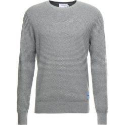 Calvin Klein STRUCTURED  Sweter grey. Pomarańczowe swetry klasyczne męskie marki Calvin Klein, l, z bawełny, z okrągłym kołnierzem. Za 499,00 zł.