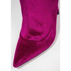 Topshop BELLINI Kozaki na obcasie pink. Czerwone buty zimowe damskie marki Topshop, z materiału, na obcasie. Za 299,00 zł.