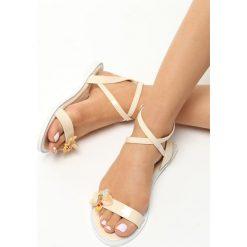 Beżowe Sandały Dreaming Of Me. Brązowe sandały damskie marki Born2be, z lakierowanej skóry, na obcasie. Za 39,99 zł.
