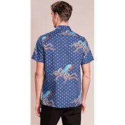 PS by Paul Smith MENS CASUAL Koszula royal blue. Niebieskie koszule męskie marki PS by Paul Smith, m, z bawełny. W wyprzedaży za 623,20 zł.