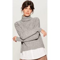 Sweter z koszulową wstawką - Szary. Szare swetry klasyczne damskie Mohito, l, z koszulowym kołnierzykiem. Za 129,99 zł.