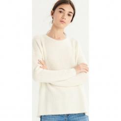 Sweter z wiązaniem - Kremowy. Białe swetry klasyczne damskie Sinsay, l. Za 59,99 zł.