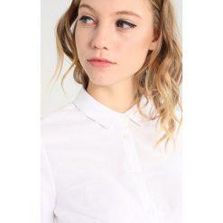 Koszule wiązane damskie: Zalando Essentials Maternity Koszula bright white