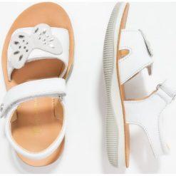 Naturino Sandały bianco. Białe sandały chłopięce Naturino, z materiału, z otwartym noskiem. W wyprzedaży za 224,95 zł.