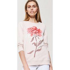 Bluzy damskie: Bluza z kwiatowym nadrukiem – Różowy
