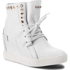 Sneakersy CARINII - B4359 G34-000-000-B88. Białe sneakersy damskie Carinii, z materiału. W wyprzedaży za 229,00 zł.