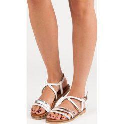 Rzymianki damskie: Płaskie sandałki na sprzączkę BELLO STAR białe