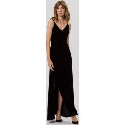 IVY & OAK CROSS STRAPS Długa sukienka black. Czarne długie sukienki IVY & OAK, z jedwabiu, z długim rękawem. W wyprzedaży za 431,40 zł.