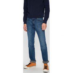 Wrangler - Jeansy Greensboro. Niebieskie jeansy męskie regular Wrangler. Za 329,90 zł.