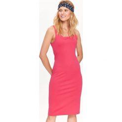 SUKIENKA DAMSKA, GŁADKA, DOPASOWANA, NA RAMIĄCZKACH. Szare sukienki balowe marki Top Secret, na jesień, na ramiączkach, dopasowane. Za 59,99 zł.