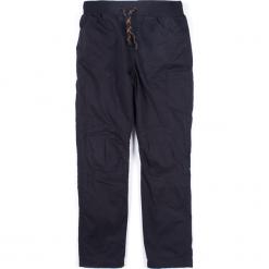 Spodnie. Szare chinosy chłopięce MONOCHROME, z bawełny. Za 49,90 zł.